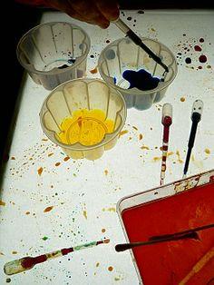 Collage de mel i caramel a la taula de llum.