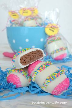 Nutella Cream Eggs - Nutella, white chocolate, and sprinkles make these a fun Easter egg to make and of course, eat! Did we mention Nutella? Easter Candy, Hoppy Easter, Easter Treats, Easter Food, Desserts Ostern, Creamed Eggs, Homemade Candies, Easter Cookies, Sugar Cookies