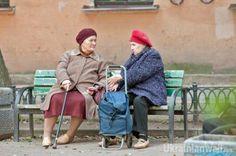 В Украине появились новые схемы мошенничества http://ukrainianwall.com/ukraine/v-ukraine-poyavilis-novye-sxemy-moshennichestva/  В Украине появились новые схемы разводов. На дорогах водителей теперь подкарауливают цыгане, которые предлагают поддельное золото, фотографы-шантажисты заманивают девушек на откровенные фотосессии, а фальшивомонетчики используют бабушек для продажи поддельных монет.