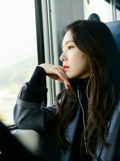 Irene (Bae Joo Hyun) from Red Velvet girlgroup, South Korea Kpop Girl Groups, Korean Girl Groups, Kpop Girls, Red Velvet アイリーン, Red Velvet Irene, Seulgi, Red Velet, Cute Bears, Soyeon