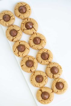 Peanut Butter Blossoms - These are the best Peanut Butter Blossoms! They're made with butter, loads of peanut butter, and the perfect balance of brown sugar and granulated sugar. Pop a chocolate kiss in the center and they're ready for serving! This is the Hershey Kiss Cookie recipe that you have to try! #cookiedoughandovenmitt #peanutbutter #cookies #dessert Peanut Butter Dessert Recipes, Peanut Butter Blossom Cookies, Best Peanut Butter, Christmas Snacks, Christmas Baking, Christmas Gifts, Yummy Recipes, Cooking Recipes