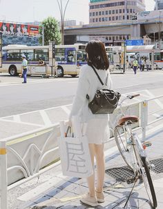 Korean Fashion – How to Dress up Korean Style – Designer Fashion Tips Korea Fashion, Japan Fashion, Look Fashion, Girl Fashion, Seoul Fashion, Jolie Photo, Asia Girl, Korean Outfits, Minimal Fashion