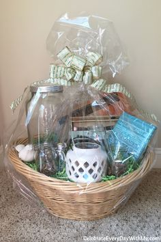 Themes & Tips for Building a Great Gift Basket Themed Gift Baskets, Birthday Gift Baskets, Raffle Baskets, Creative Birthday Gifts, 30th Birthday Gifts, Birthday Crafts, Patio Gift Ideas, Summer Gift Baskets, Making A Gift Basket