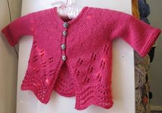 A lace baby cardigan - Free Pattern