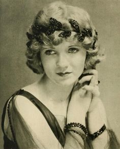 Minter in Mary Miles Minter-The Gorgeous Silent Era Star was involved in the scandal of the era; the murder of a film director. The Vintage News Golden Age Of Hollywood, Classic Hollywood, Old Hollywood, Hollywood Icons, Olive Thomas, Marcel Waves, Marie Prevost, Blonde Curls, Silent Film