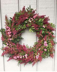 Weihnachten - Famous Last Words Christmas Door Wreaths, Autumn Wreaths, Christmas Decorations, Christmas Christmas, Christmas Sweaters, Pink Wreath, Floral Wreath, Corona Floral, Flower Planters