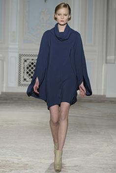 Maria Grachvogel RTW Fall 2012 -- Navy. Appears to be a one seam drap dress. Love how it flows.
