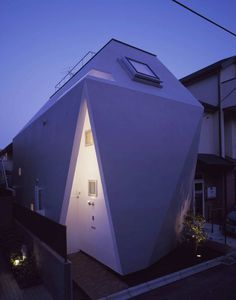 BB House, Tokyo, Japan by Yo Yamagata Architects. Photograph by Forward stroke Inc