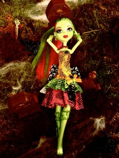 MONSTER HIGH Venus McFlytrap Embellished Outfit / Accessories.  via Etsy.