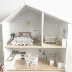 Diy kids furniture makeover Ideas for 2019 Kids Doll House, Doll House Plans, Doll House Crafts, Toy House, Barbie Doll House, Modern Dollhouse Furniture, Diy Barbie Furniture, Diy Kids Furniture, Furniture Makeover