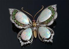 Opal Butterfly Brooch, with elegant green fire opals & emerald jewels! I Love Jewelry, Opal Jewelry, Jewelry Art, Antique Jewelry, Jewelry Accessories, Vintage Jewelry, Fine Jewelry, Fashion Jewelry, Jewelry Design