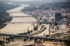 Überschwemmungen in Pressburg (SME) Bratislava, Retro Futurism, Paris Skyline, Europe, River, Future, Sweet, Outdoor, Candy