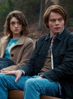 A Reminder of How Jonathan and Nancy Got Those Scars on Stranger Things (PopSugar Daily) Stranger Things Natalia Dyer, Nancy Wheeler Stranger Things, Stranger Things Jonathan, Stranger Things Quote, Stranger Things Aesthetic, Stranger Things Netflix, Stranger Things Season, Jonathan And Nancy, Jonathan Byers