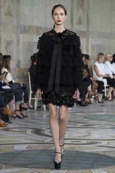 Giambattista Valli Haute Couture осень/зима 2017 — Париж.