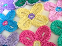 More crocheted flowers- these are so cute and fresh