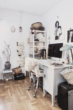 Home | Work spaces | Home office | White walls