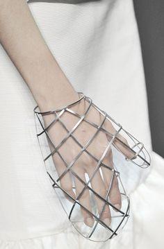 Transparent wireframe-grid mitten, Daughters of Gaia - Gaia, Gothic Cosplay, Fashion Art, Womens Fashion, Fashion Design, Fashion Trends, Caroline Reboux, Mode 3d, Diy Accessoires