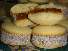 Alfajores were huge. You could buy them in any of the little hole-in-the-wall kiosks. With a dulce de leche center, natch. The Argentinians big love after beef. And football. And tango. Argentine Recipes, Chilean Recipes, Peruvian Desserts, Peruvian Recipes, Sweet Desserts, Just Desserts, Sweet Recipes, Baking Recipes, Cookie Recipes