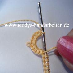6, 7, 8 [Mit der linken Hand wieder eine Schlaufe legen und das Garn durch alle Knoten durchziehen, Restliche Schlaufe mit der Occhi-Haekelnadel auffassen, den durchgezogenen Faden anziehen bis sich das Garn vorne an der Nadelspitze um die Nadel liegt.