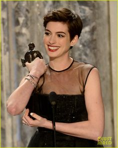 Anne Hathaway: SAG Awards Best Supporting Actress Winner!   anne hathaway sag awards winner 01 - Photo Gallery   Just Jared