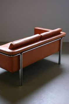 Amazing two seat sofa designed by Horst Bruning for Alfred Kill. Unsurpassed quality flat steel frame and cognac analine leather with superb patina. Rare and beautiful piece. Design Furniture, Sofa Furniture, Kids Furniture, Chair Design, Vintage Furniture, Modern Furniture, Furniture Movers, Plywood Furniture, Design Design