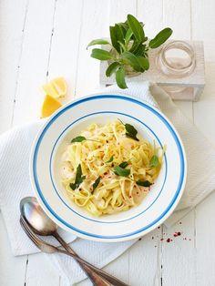 Zitronenbandnudeln mit Salbei (vegan) | http://eatsmarter.de/rezepte/zitronenbandnudeln-mit-salbei-vegan