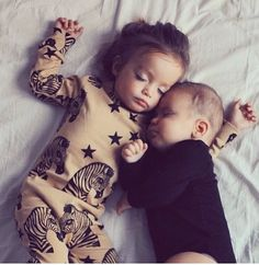 Sweet Dreams, little ones. Baby Family, Family Love, Family Goals, Beautiful Children, Beautiful Babies, Beautiful Family, Yoga Bebe, Baby Pictures, Baby Photos