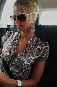 Love her top +sunglasses +Earrings