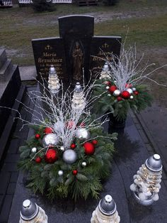 Grave Flowers, Cemetery Flowers, Diy Flowers, Grave Decorations, Outdoor Christmas Decorations, Holiday Decor, Christmas Time, Christmas Crafts, Xmas