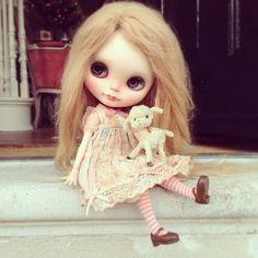 ".@dollytreasures | ""Oh you darling , darling girl!"" #blythe #customblythe #frontdoor ... | Webstagram"