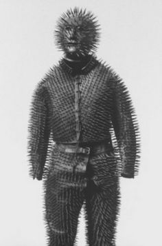Siberian Bear-hunting armour, from Retronaut: image by Malcolm Kirk has some thoughts on the above image: This Siberian bear-hunting suit from the turns you into a human blowfish … Hunting Suit, Bear Hunting, Coyote Hunting, Pheasant Hunting, Turkey Hunting, Archery Hunting, Foto Real, Bizarre, Body Armor