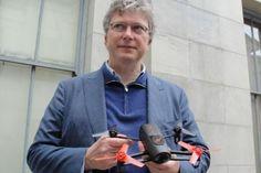 Além de aplicações profissionais, o grupo francês Parrot aposta que mini-drones farão sucesso também para entretenimento, pilotados por smartphones ou tablets - dois modelos serão vendidos no segundo semestre na França e EUA. Segundo a empresa, ela já vendeu cerca de 750 mil drones em todo o mundo. Na INFO Online.