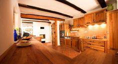 Landhausküche aus Altholz