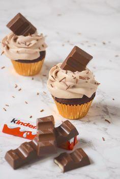 Cupcakes chocolat & incroyable ganache montée Kinder - Garden Tutorial and Ideas Easy Cake Recipes, Cupcake Recipes, Chocolate Cupcakes, Chocolate Recipes, Chocolate Ganache, Number Cakes, Cake Fillings, Blueberry Cake, Food Cakes
