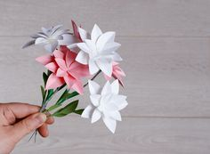 Un DIY de printemps très simple pour réaliser un joli bouquet de fleurs en papier !