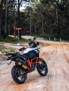 KTM Adventure 1190 R: a true superbike for the dirt (Photo: Gizmag/Loz Blain) Gs 1200 Adventure, Ktm Adventure, Super Adventure, Hummer, Predator Helmet, Enduro, Dual Sport, Ride Or Die, Super Bikes