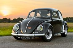This amazing car has been featured in the January 2011 issue of Ultra VW magazine. It's not exactly your ordinary Volkswagen Beetle. Porsche 356, Carros Vw, Hot Vw, Combi Vw, Vw Vintage, Old School Cars, Automobile, Vw Cars, Vw Beetles