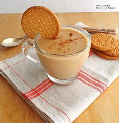 Atole of cookies Maria. Gourmet Recipes, Mexican Food Recipes, Dessert Recipes, Mexican Desserts, Healthy Recipes, Champurrado Recipe, Yummy Drinks, Yummy Food, Mix Drinks