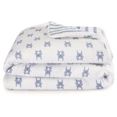 Made of soft100% brushed cotton for a softness that's extra comforting, our flannel muslin blanket offers cushion-like comfort thanks to its hypoallergenic fill. Perfect for chilly temperatures, the machine washable blanket stays soft wash after wash. &...