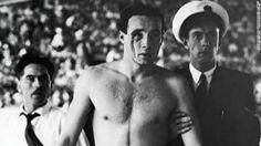 Baño Sangriento: Fue una de las contiendas en la historia de las Olimpiadas, donde la sangre que se derramaba en la arena deportiva era la sangre de la lucha entre los dos bandos de la guerra. Los acontecimientos de los Juegos de Melbourne en ese año fueron conocidos como el Baño Sangriento. Se produjo en el partido entre Hungría y la URRSS. Los deportistas practicaron un juego muy violento, convirtiéndose casi en una pelea en el agua. El partido acabó en un 4-0 para el equipo Húngaro.
