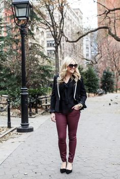 Workday Wardrobe Winter Outfits, Casual Outfits, Winter Clothes, Burgundy Pants, Autumn Winter Fashion, Winter Style, City Style, Anne Klein, New Trends