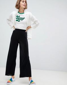 Search for plisse pant at ASOS. Shop from over styles, including plisse pant. Discover the latest women's and men's fashion online Mature Fashion, Over 50 Womens Fashion, 50 Fashion, Latest Fashion For Women, Fashion Design, Fashion Trends, Cropped Wide Leg Trousers, Fashion Seasons, Fashion Pictures