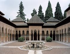 Palacio de los Leones. View of the patio from the East bay