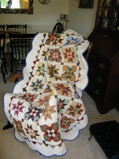 Scrappy Star Quilt..love the scalloped border! THE PERFECT QUILT!!