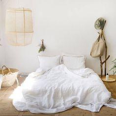 Die Oberseite wurde aus 100% gewaschenem atmungsativem Leinen und die Unterseite aus Baumwollsatin mit elegantem Glanz gefertigt. #bettwäsche #schlfzimmer #bett #leinen #baumwolle #satin