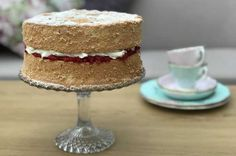 Fat Free Victoria Sponge Cake with Raspberries and Light Cream - Weight Loss Resources Victoria Sponge Recipe, Victoria Sponge Cake, Stevia, Fatless Sponge, Crockpot, Bbc Good Food Recipes, Bread Recipes, Baking Recipes, Cheesecake