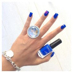 Blu elettrico kiko 336 e nail art ibiscus rosa fluo essence! 💅🏻🌺😎