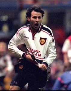 1999 FA Cup Semi-Final: Ryan Giggs' late winner vs Arsenal at Villa Park. Arsenal Vs Manchester United, Manchester United Legends, Official Manchester United Website, Manchester United Football, Jim White, Man Utd News, Arsene Wenger, Villa Park, Fa Cup