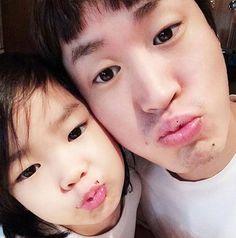 Tablo and Haru show off their similar cute looks in cute father-daughter selca Tablo Epik High, Lee Haru, Superman Cast, Korean Tv Shows, Song Daehan, That Look, Take That, Joong Ki, Photo Pin
