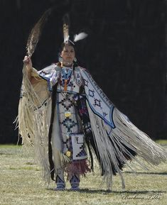 Native American Pictures, Native American Clothing, Native American Regalia, Native American Beauty, Native American Beadwork, American Indian Art, Native American History, Indian Pictures, American Symbols